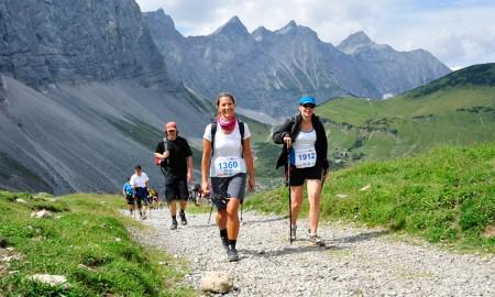 Die Wanderer und Läufer starten in Scharnitz, um die einmalige Naturlandschaft des Karwendels zu durchqueren. Das Ziel ist in Pertisau bzw. in der Eng (für die kürzere Distanz). Foto: werbegams.at